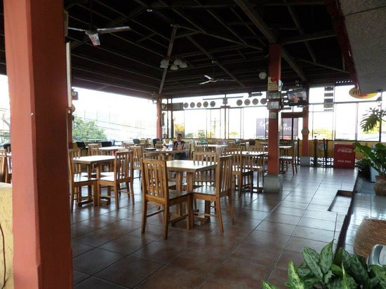 Hotel Meson de Maria: Open air restaurant