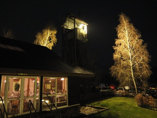 Marwell Hotel: At night