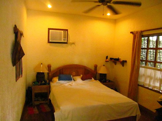 Coco Grove Beach Resort: Inside of room