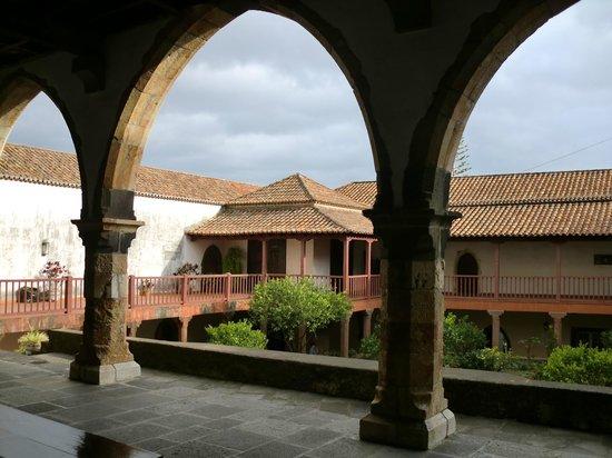 Santa Clara Monastery: COURTYARD SANTA CLARA