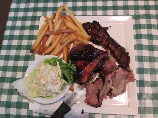 Rocco's Smokehouse Grill: Three-meat combo