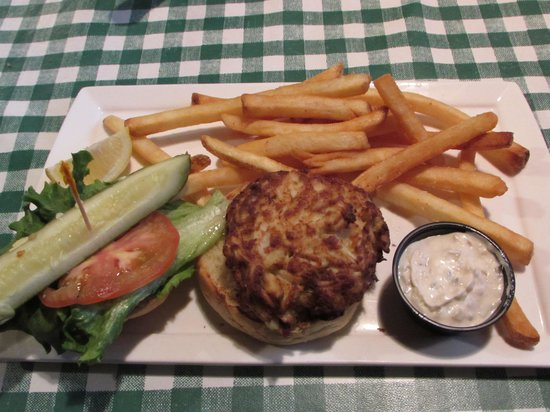 Rocco's Smokehouse Grill: Crabcake sandwich combo