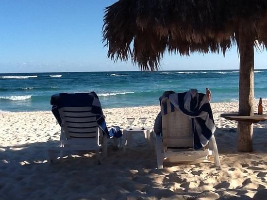 Villas DeRosa Beach Resort: our daily spot