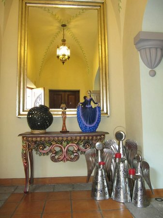 Antigua Capilla Bed and Breakfast : Entrance to the home