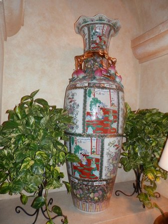 The Mission Inn Hotel and Spa: A gorgeous ginger jar