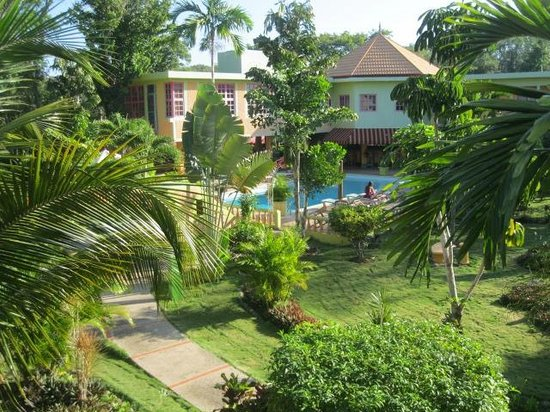 The Oasis Resort : grounds of hotel