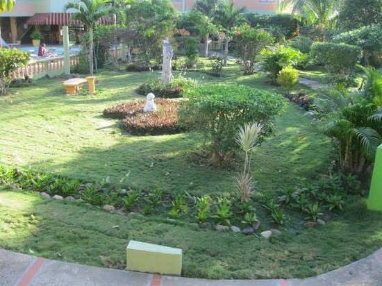 The Oasis Resort: grounds of hotel
