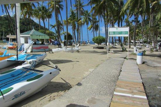 Mango Beach Inn: La Bas beach in Marigot Beach