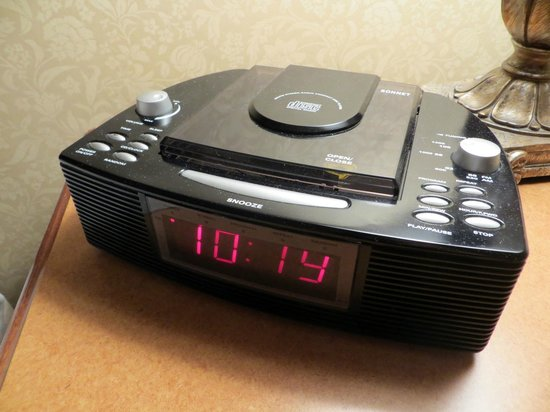 The Sutton Place Hotel Edmonton: Room Clock - with a CD player