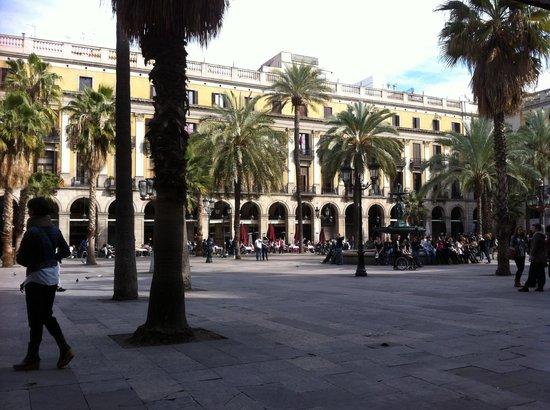 Hotel DO : Placa de Reial where the hotel is located
