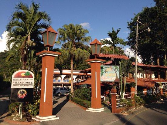 Hotel Villabosque: Einfahrt zum Hotel
