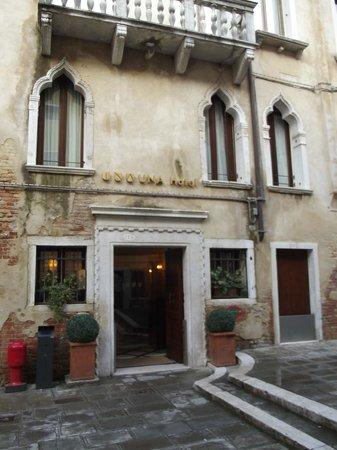 UNA Hotel Venezia: Entrée de l'hôtel