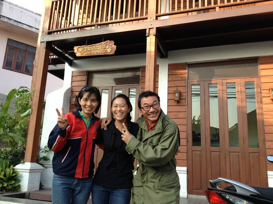 Baanlek Home Stay: Mr. Lek and Mrs. Yen - Nicest Folks Ever!