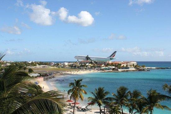 Sonesta Maho Beach Resort, Casino & Spa : View from our balcony