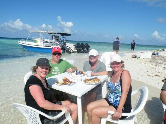 Bay Islands Adventures : DESERT ISLAND DINNER