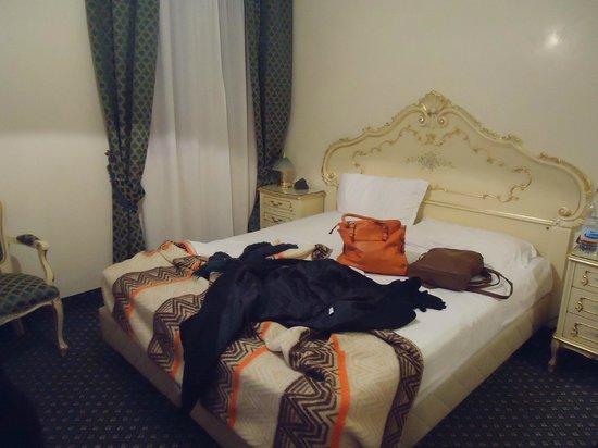 Hotel Commercio & Pellegrino: Quarto