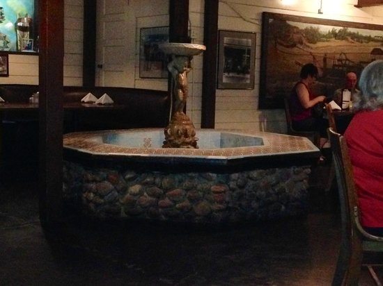 Monti's La Casa Vieja: Fountain in the Fountain Room at Monti's