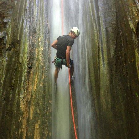 Lapa Rios Ecolodge Osa Peninsula: Waterfall rappel