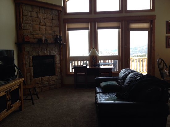 Mary's Lake Lodge Mountain Resort and Condos: Unit 33