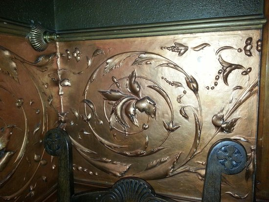 Copper King Mansion: Copper leafed plaster design on wall. Beautiful!