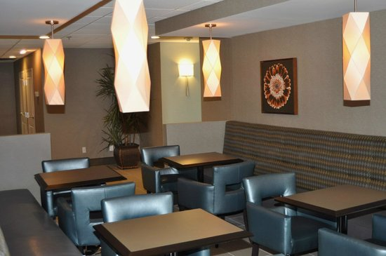 Best Western Plus Tallahassee North Hotel: Our comfortable breakfast seating