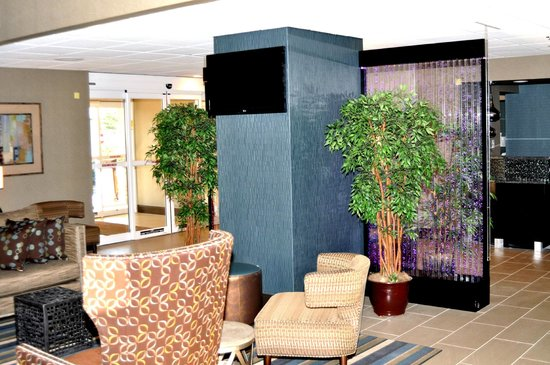BEST WESTERN PLUS Tallahassee North Hotel: Relax in our beautiful and newly remodeled lobby