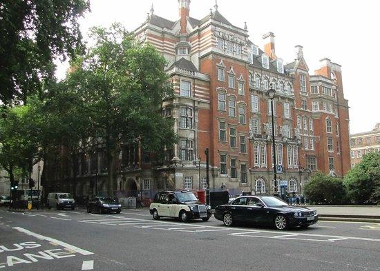 Parliament Square: Una de las mansiones frente a la Plaza