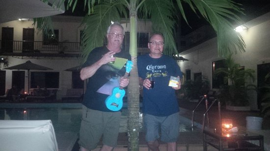 Beach Club Resort: sipping scotch and smoking cuban cigars with buddy