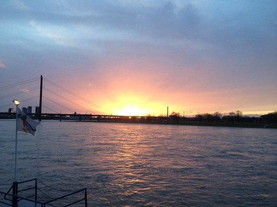 Rheinufer: Ohne Worte...