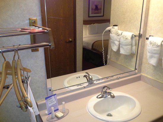 Baymont Inn & Suites Madison West/Middleton WI West: enter room to this
