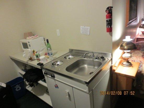 Big Horn Motel: kitchenette