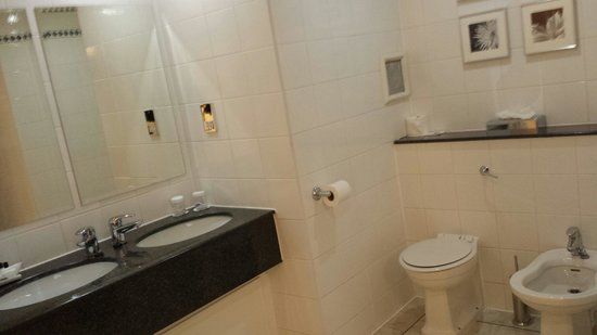 The Portland Hotel: Large bathroom with large shower can fit 2 people in and jacuzzi bath big enough for 2