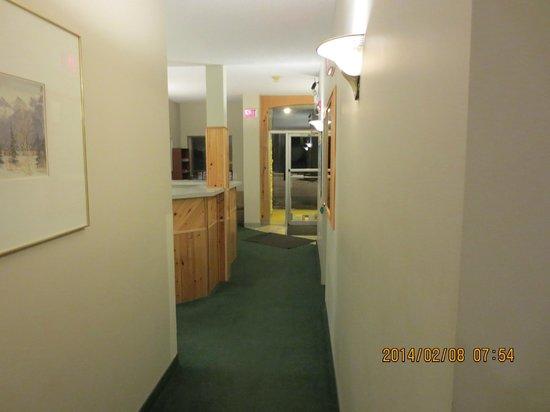 Big Horn Motel: Hallway front