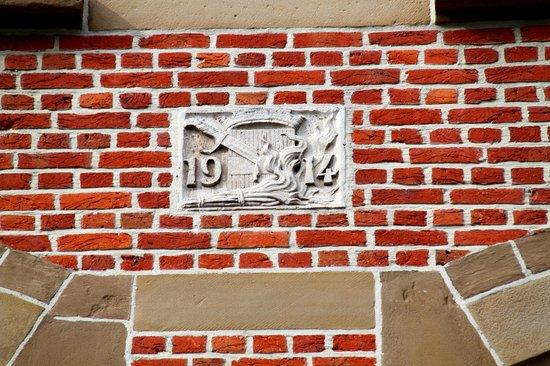 Old Market Square (Oude Markt) : La plaque de 1914 - témoin d'une guerre