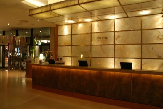 The Westin Warsaw: Reception, free of workers as that is not allowed in Poland..first time I heard