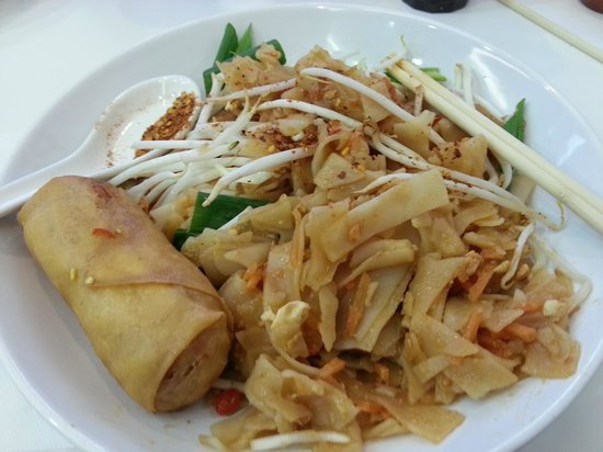 Thai & Far Eastern Foods: Pad Thai with vegetable spring roll