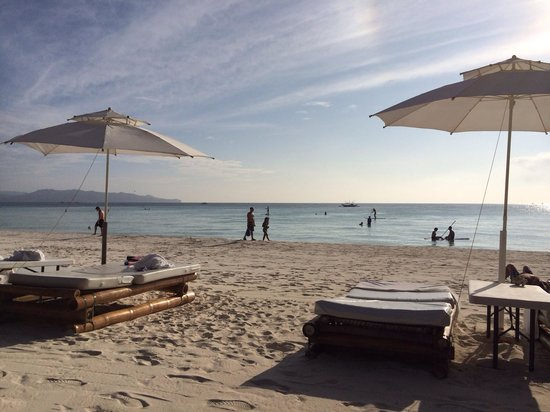 Friday's Boracay: Beach view