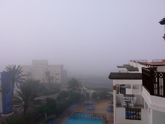 Flathotel Residence : Vue du balcon, au petit matin avec la brume de mer...