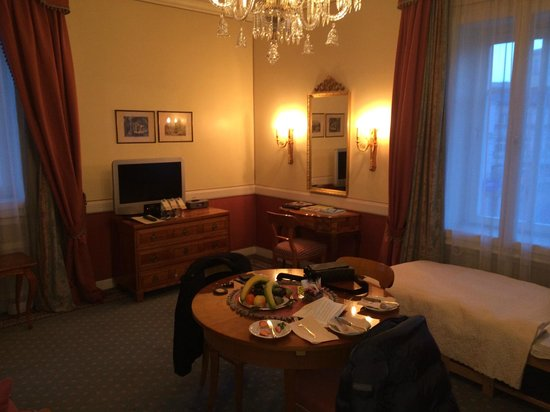 Hotel Sacher Salzburg : Jr.Suite TV