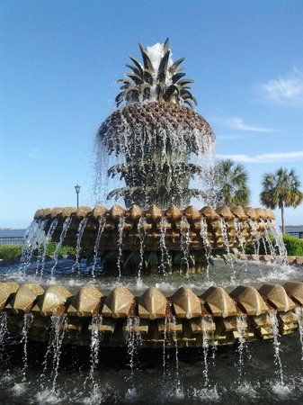 Charleston Waterfront Park : Pineapple Fountain