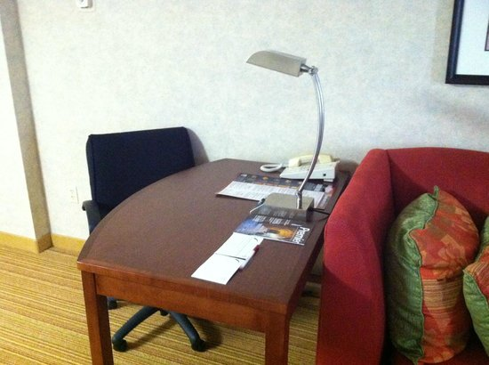 Residence Inn Minneapolis Downtown/City Center : Desk work area