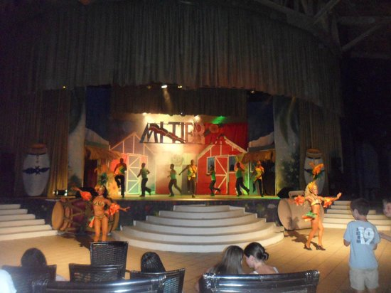 Tropical Princess Beach Resort & Spa: teatro