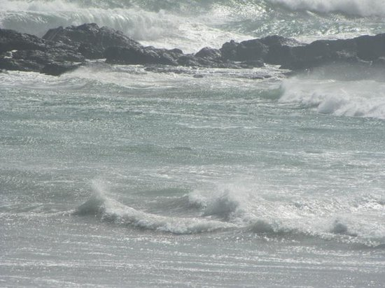 Bloubergstrand Beach: Powerful waves joining and spreading