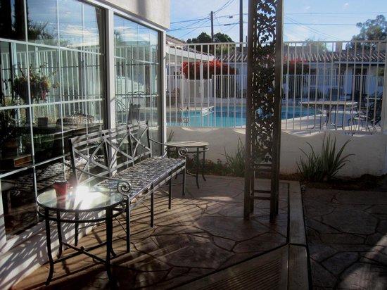 Coronado Motor Hotel-Yuma: Outside of Lobby