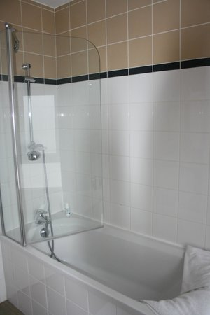 Appart'Hôtel Odalys Lorda : particolare vasca con doccia 515