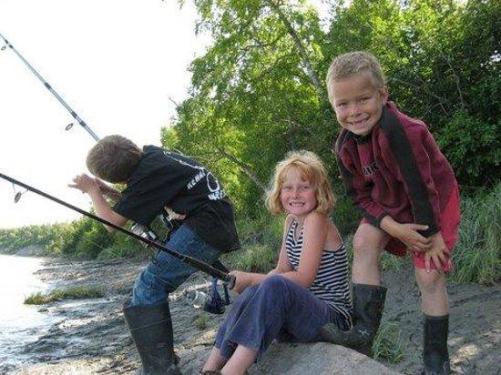 Diamond M Ranch Resort: Family Fun Fishing in Walking Distance