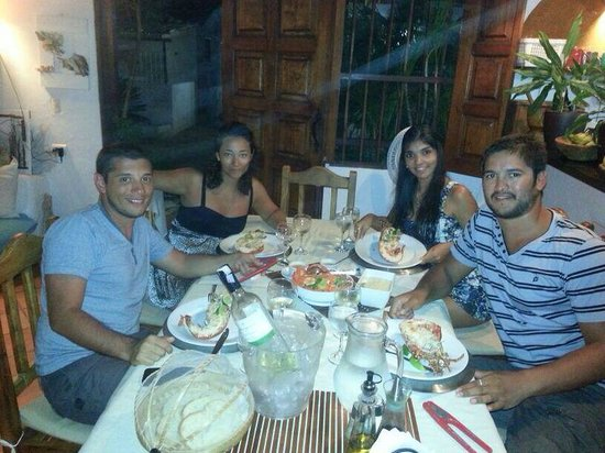 Posada Movida : Mesa Comedor cena