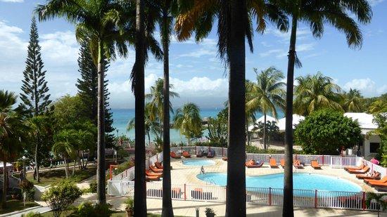 Karibea Beach Resort Gosier: vue de la chambre vers piscine