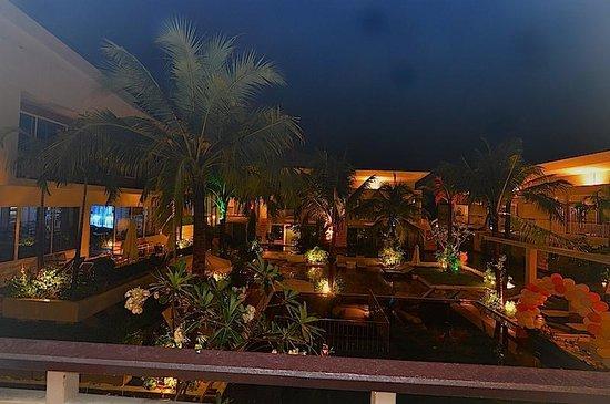 A2 Resort: Swimming pool area