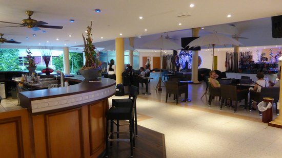 Karibea Beach Resort Gosier : bar salle d'animations